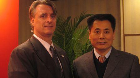 世贸通集团董事长Winner Xing博士与美国宾州商务部副部长J.Mickey Rowley先生合影