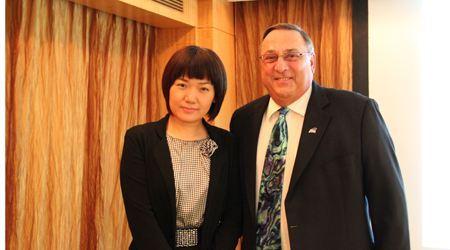 世贸通集团副总裁Linda与缅因州州长Governor PaulLepage先生合影