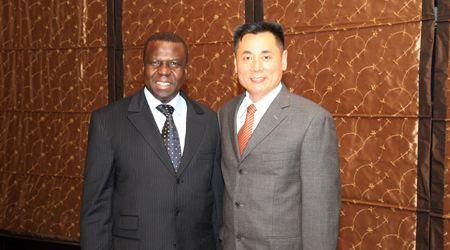 几内亚比绍总统Joao Bernardo Vieira与世贸通集团董事长合影