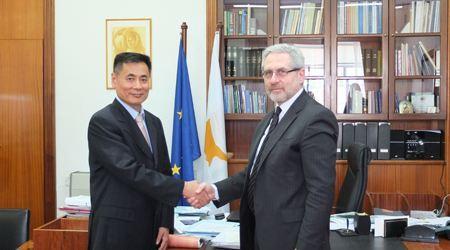 塞浦路斯内政部常务部长会见世贸通集团董事长