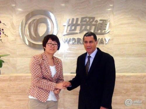 世贸通深圳公司总经理与美国前纽约州州长戴维•帕特森先生亲切握手