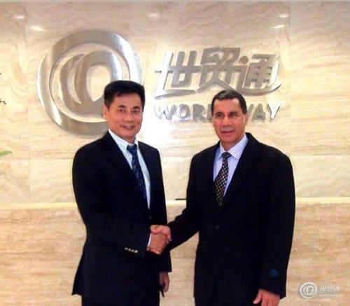 世贸通总裁Winner Xing博士与美国前纽约州州长戴维•帕特森亲切握手